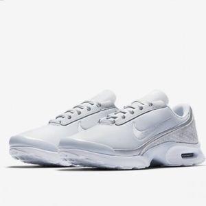 Nike Air Max 90 Women's (Fresh MintBarley Green) Sneaker